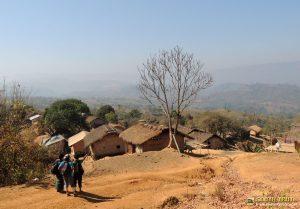 দেপসা পাড়া কিংবা থাইদং পাড়া - বামদিক ধরে গেলে দাদার পাড়া যাওয়া যায় (ছবি: লেখক)