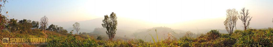 পাহাড়ের উপর থেকে দেখা সূর্যাস্তের পূর্বলগ্নে তোলা প্যানোরামা। (ছবি: লেখক)