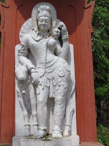 """ভারতের বারানসের সম্পূর্ণআনন্দ সংস্কৃত বিশ্ববিদ্যালয়ে """"অর্ধ্বনারীশ্বর"""" মূর্তি।"""